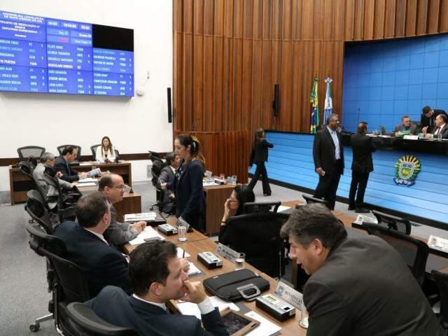 Deputados estaduais durante sessão na Assembleia (Foto: Victor Chileno/ALMS)