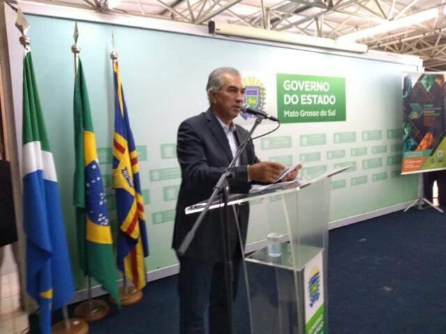 Governador Reinaldo Azambuja (PSDB) durante evento no auditório da Governadoria (Foto: Leonardo Rocha)