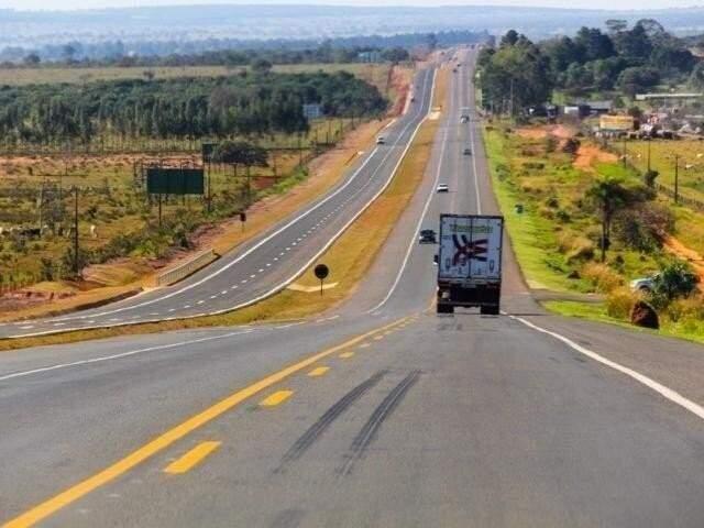 Trecho da BR-163 duplicado na região de Campo Grande. CCR MSVias assumiu concessão em abril de 2014; prefeitos cobram rapidez em obras. (Foto: Marcos Ermínio/Arquivo)