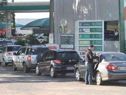 Procon flagra gasolina a R$ 4,89 e donos de postos param na delegacia