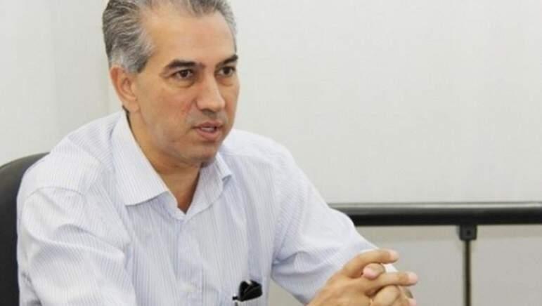 Governador Reinaldo Azambuja (PSDB) apresentou proposta de empréstimo ao secretário do Tesouro Nacional, Marcelo Barbosa Santive, em novembro de 2015, em Brasília (Foto: Arquivo)
