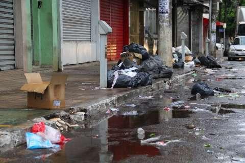 Funcionários da Solurb decidem manter greve e coleta de lixo continua suspensa