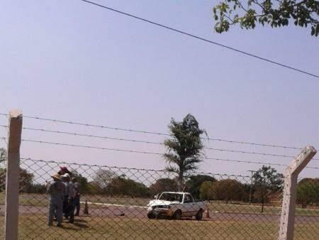 Uma das passageiras do veículo Saveiro teve apenas um ferimento leve na cabeça.(Foto:Repórter News)