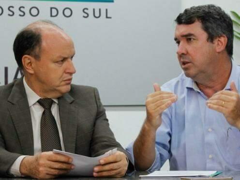 Presidente da Assembleia, Junior Mochi (MDB), à esquerda, com o secretário de Governo, Eduardo Riedel. (Foto: Chico Ribeiro/Governo do Estado)