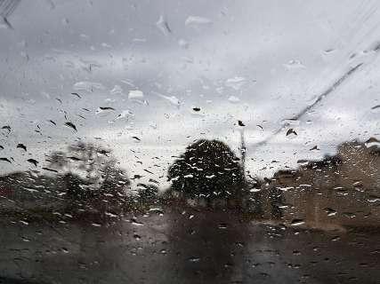 No sexto dia seguido, chuva anuncia chegada do frio em Campo Grande