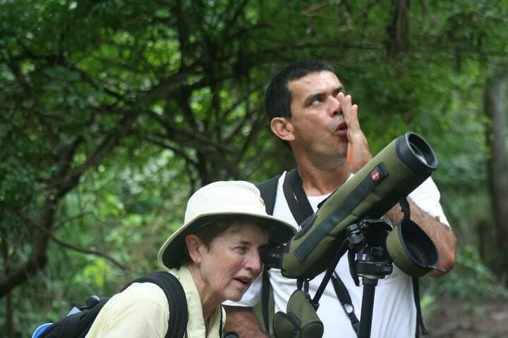 Nas expedições o guia que hoje fala inglês fluente indica os melhores lugares  para observação aos turistas estrangeiros. (Foto: Arquivo Pessoal)