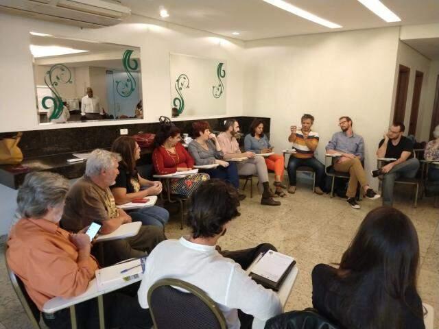 Representantes de instituição durante a primeira reunião, nesta sexta-feira (10). (Foto: Divulgação)