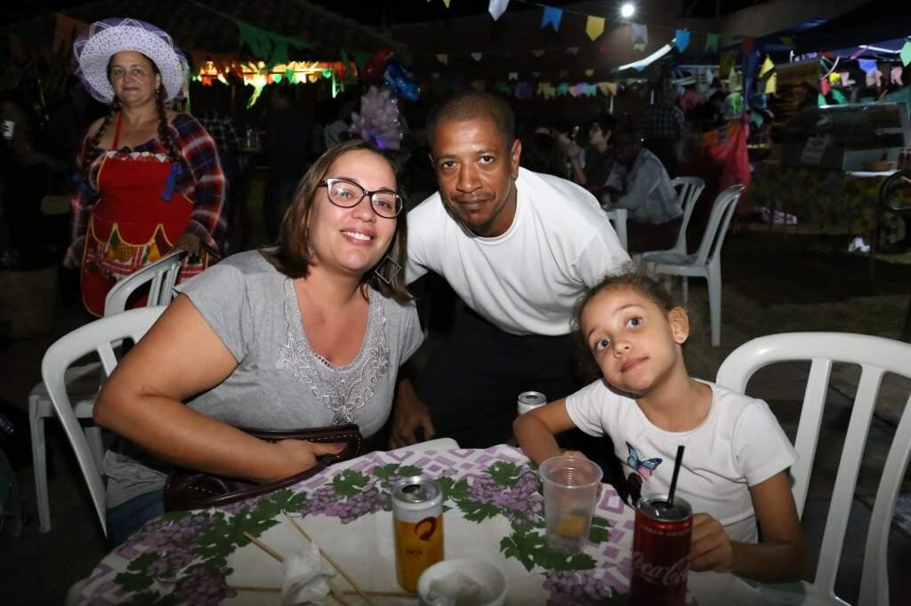 A família de Daniela Cavichiolli, de 37 anos, não curte Carnaval, mas não perde festa junina. (Foto: Paulo Francis)