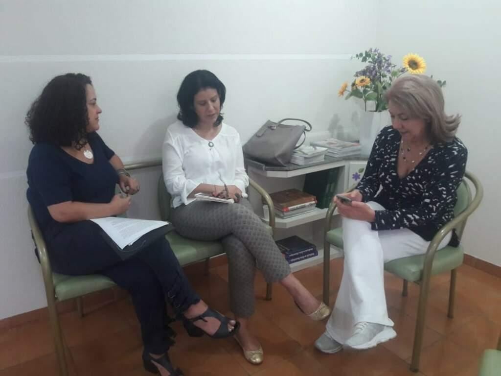 Da esquerda para a direita: Mara, Dinaci e Jacinta, que pesquisaram o programa Mais Médicos (Foto: Izabela Sanchez)