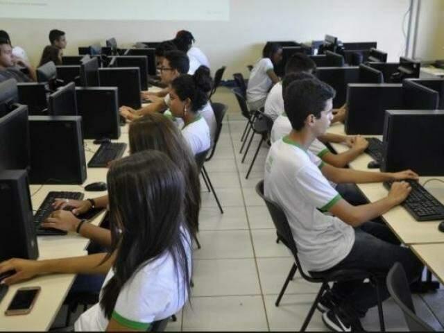 Estudantes do campus do Instituto Federal em Dourados (Foto: Hedio Fazan)