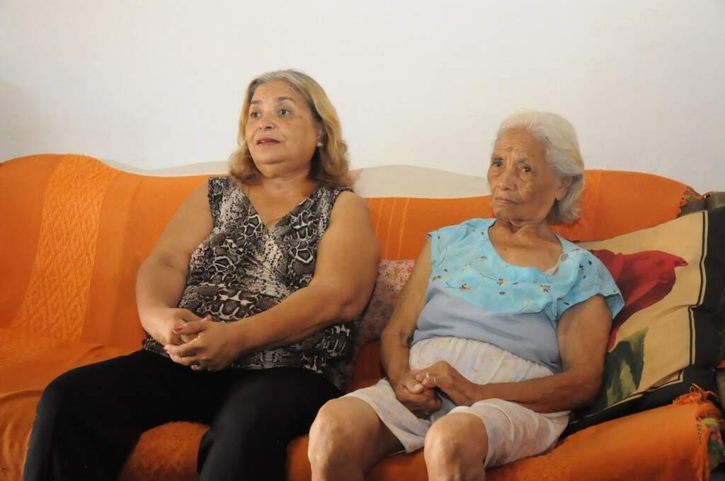 Arlene Rosa, tem 65 anos e dona Angela Rosa, 88.(Foto: Paulo Francis)