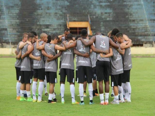 Jogadores do Operário antes de amistoso no início do ano (Foto: Operário FC)