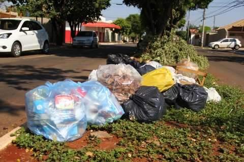 Capital ainda tem 4,5 mil toneladas de lixo nas ruas e coleta de tudo só dia 3