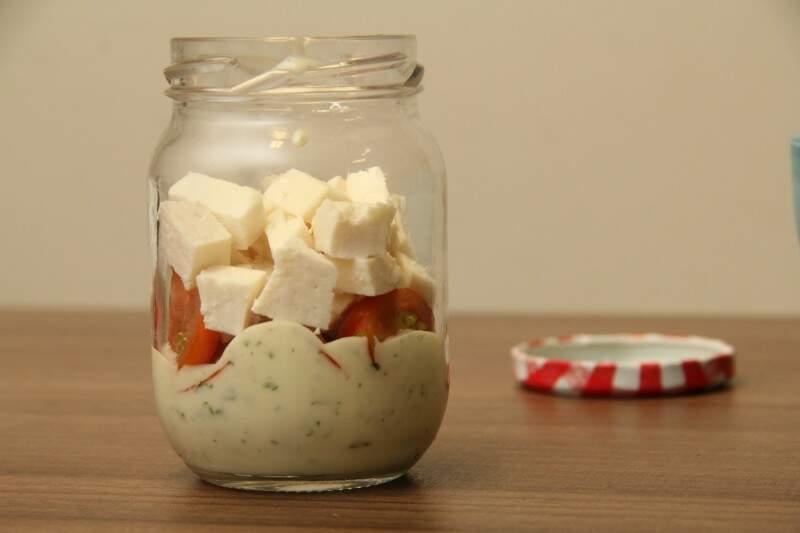 Por fim, coloque o queijo branco (Foto: Marcos Ermínio)