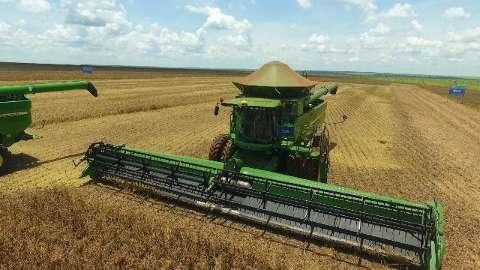 Chuvas continuam atrapalhando e colheita da soja em MS chega a 10%