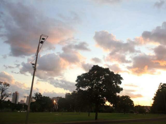 Céu de fim de tarde em Campo Grande (Foto: Paulo Francis)