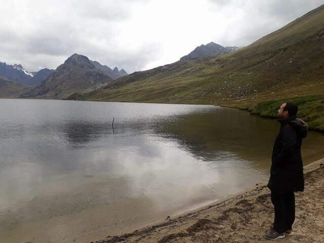 Leandro em Huaaraz, no Peru, um dos cenários encantadores da viagem. (foto: Acervo Pessoal)