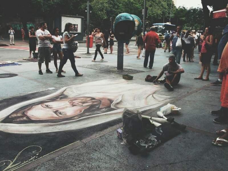 De acordo com o artista, as imagens religiosas são as que mais impressionam nas ruas. (Foto: Arte Forious)