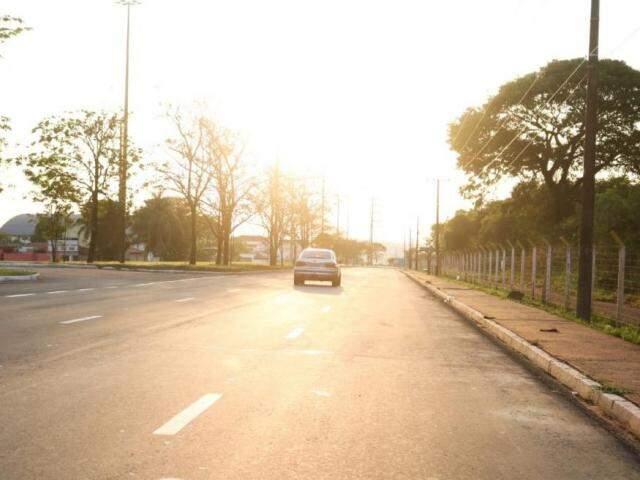 O dia na capital sul-mato-grossense amanheceu com céu aberto (Foto: Marcos Maluf)