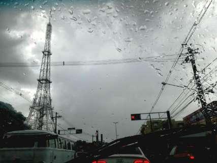 Inmet coloca Capital e 44 municípios em alerta para chuvas intensas