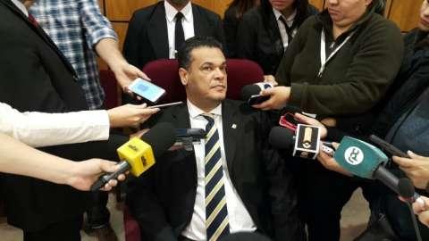 Ameaçado de morte, senador diz que ataque a rádio é para desviar atenção