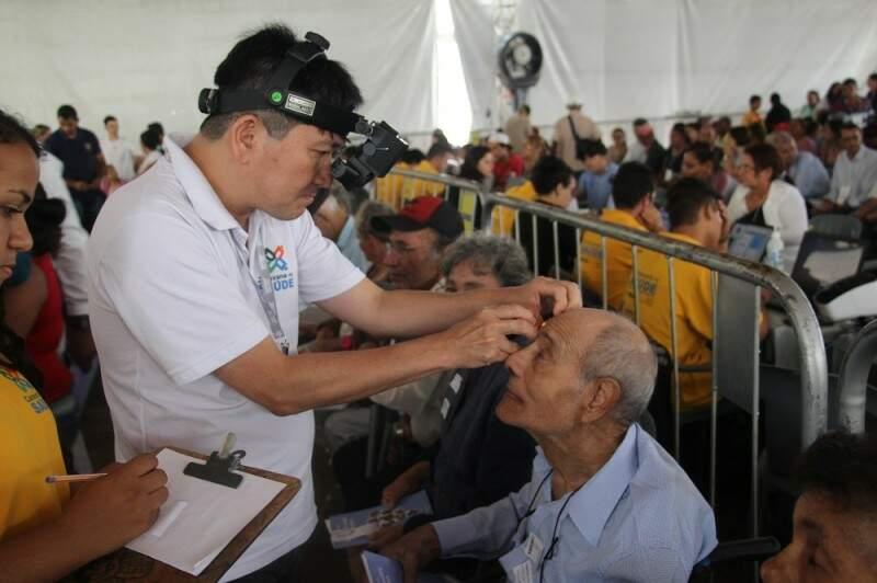 Rotina diferente para 30 idosos do Asilo São João Bosco, que realizaram exames oftalmológicos na Caravana da Saúde (Foto: Divulgação/Pedro Henrique Amaral)