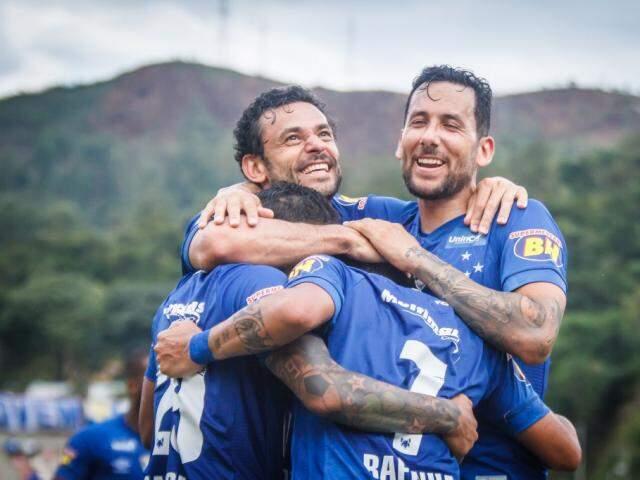 Jogadores do Cruzeiro celebram gol marcado contra o Villa Nova (Foto: Angel Drumond/Cruzeiro)