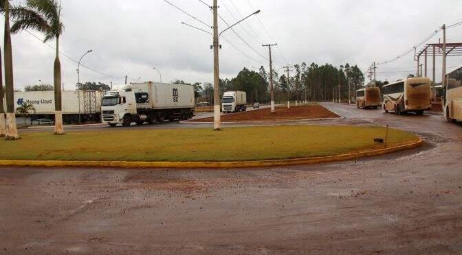 Asfalto do acesso ao Núcleo Industrial de Dourados será inaugurado nesta sexta-feira pelo governador Reinaldo Azambuja (Foto: Dourados News)