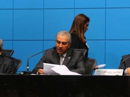 """Na Assembleia, Reinaldo agradece aprovação de """"medidas duras"""""""