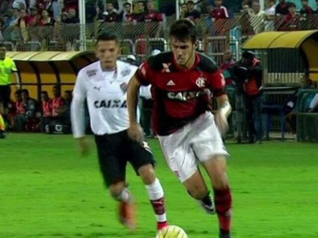 Flamengo e Vitória se enfrentam neste momento; partida está no segundo tempo (Foto: