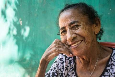 Casal corre mundo fotografando pessoas e famílias para mostrar quanto são belas