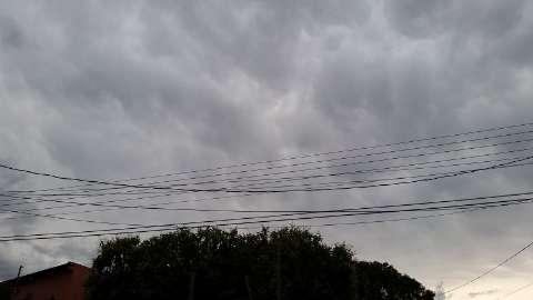 Em dois dias, região tem 37 milímetros e chuva deve continuar hoje
