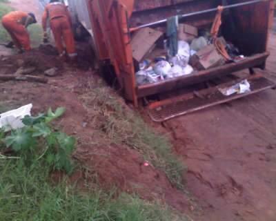 Moradores do Maria Aparecida Pedrossian sofrem mais uma vez com chuva