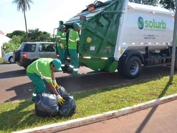 Equipe trabalhando na coleta de lixo em Campo Grande (Foto: Simão Nogueira/Arquivo)