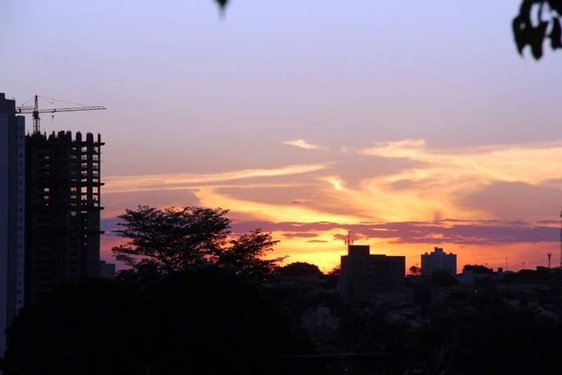 Terça-feira amanhece com sol entre nuvens e há possibilidades de chuvas em Campo Grande. (Foto: Marcos Ermínio)