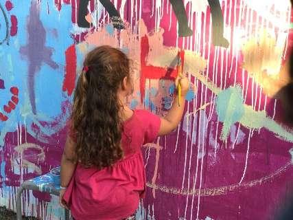 Crianças e bebês podem soltar a imaginação em oficina de pintura neste mês