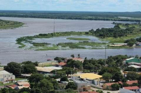 Rio Paraguai baixa, mas chuva pode deixar gado sem pasto no Pantanal