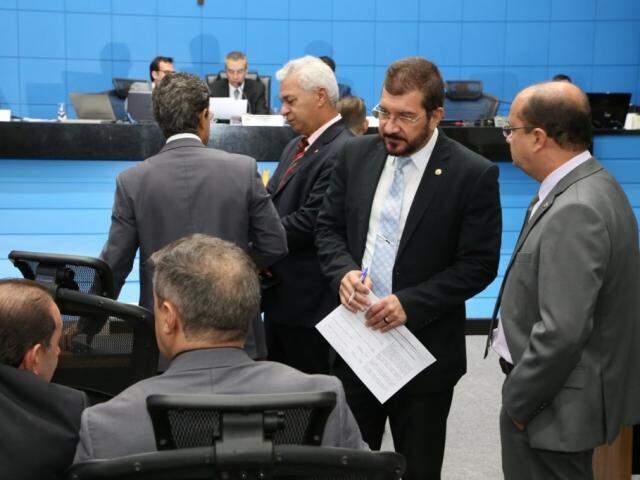 Deputados Rinaldo Modesto (PSDB), Cabo Almi (PT), Pedro Kemp (PT), José Carlos Barbosa (DEM) e Lucas de Lima (SD), durante sessão (Foto: Assessoria/ALMS)