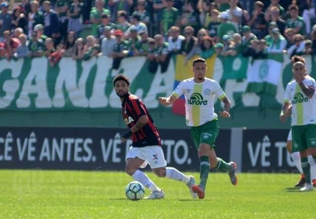 Chapecoense fica apenas no empate com Atlético-PR (Foto: Marco Oliveira/ Site Atlético-PR)