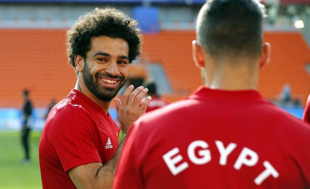 Recuperado da lesão no ombro, sofrida na final da Liga dos Campeões, o craque Mohamed Salah vai comandar o Egito nesta sexta-feira diante do Uruguai (Foto: KIKO HUESCA/EFE)