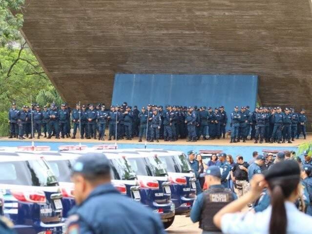 PMs durante cerimônia na Praça do Rádio Clube, em Campo Grande (Foto: André Bittar/Arquivo)