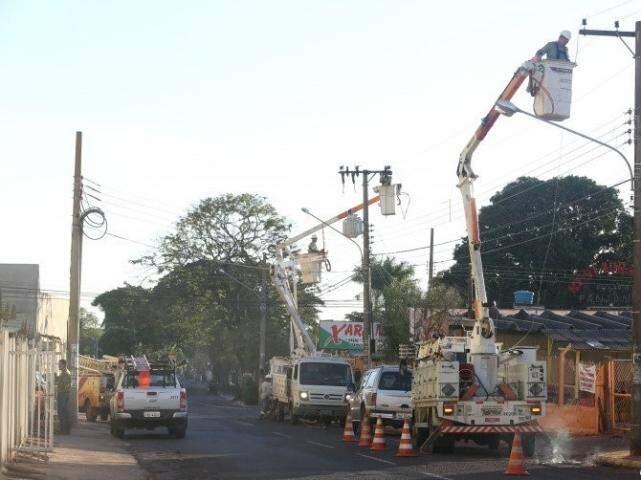 Funcionários da concessionária de energia da Capital, Energisa, durante manutenção. (Foto: Arquivo)