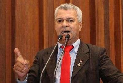 Deputado volta a defender PEC 300 e lembra de policiais mortos em ação