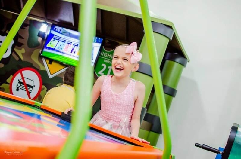 Maria Clara e o sorriso que nunca saiu do rosto, mesmo diante de todo tratamento de câncer. (Foto: Vanessa Tamires)