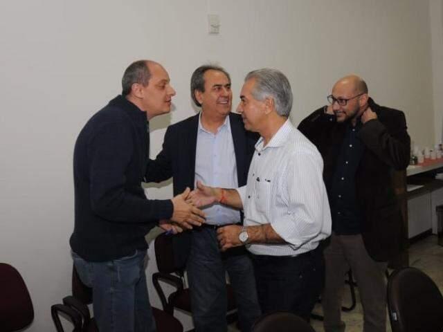 Reinaldo participou de reunião com representantes de partidos até então no grupo do MDB; movimentação segue intensa. (Foto: Paulo Francis)