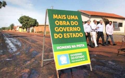 Governo investe R$ 6 milhões em hospital, pavimentação e quadra coberta