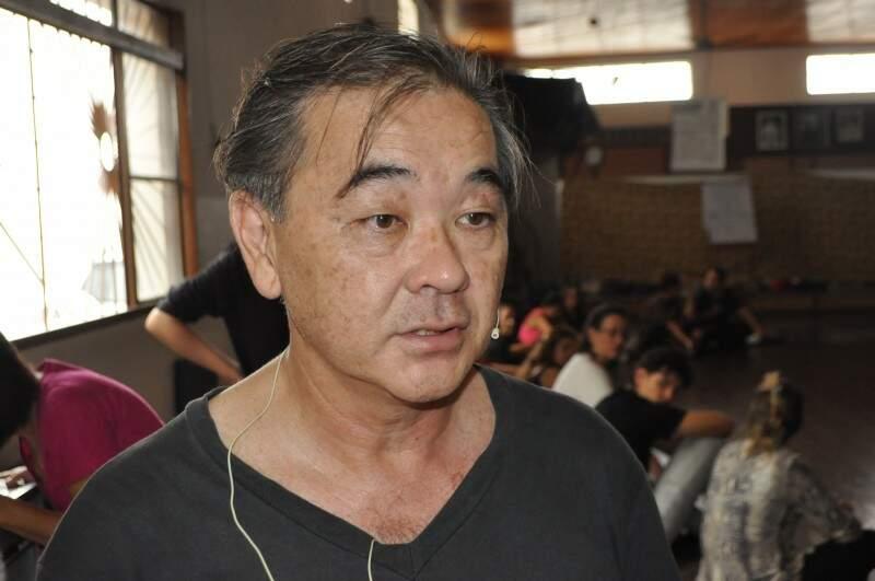 Hélio Arakaki começou a praticar a biodanza em 1985, durante um congresso no Japão