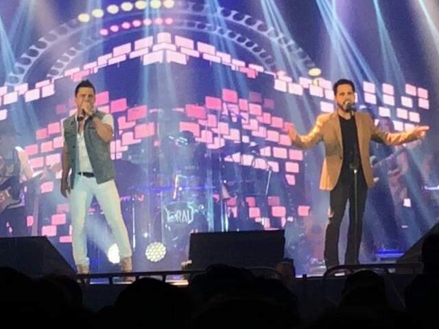 Camarins são separados, mas no show, Zezé Di Camargo e Luciano ainda emocionam