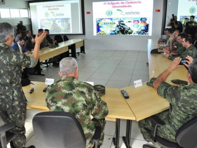 Sala de comando do Sisfron na 4ª Brigada do Exército em Dourados (Foto: Arquivo)