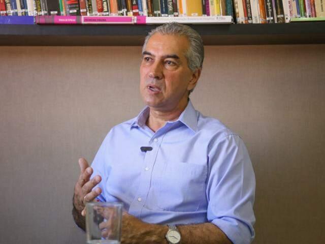 Reinaldo Azambuja durante entrevista (Foto: Paulo Francis  -Arquivo)